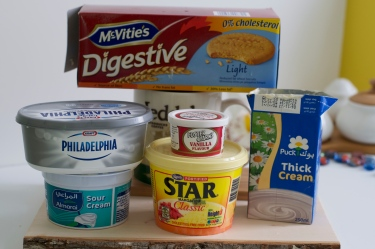 Digestive cookies,cream cheese,sour cream,vanilla powder,star margarine,thick cream