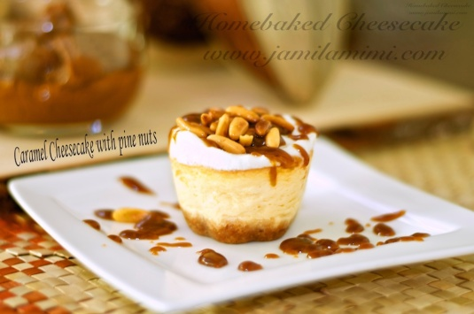 mini caramel cheesecake with pine nuts