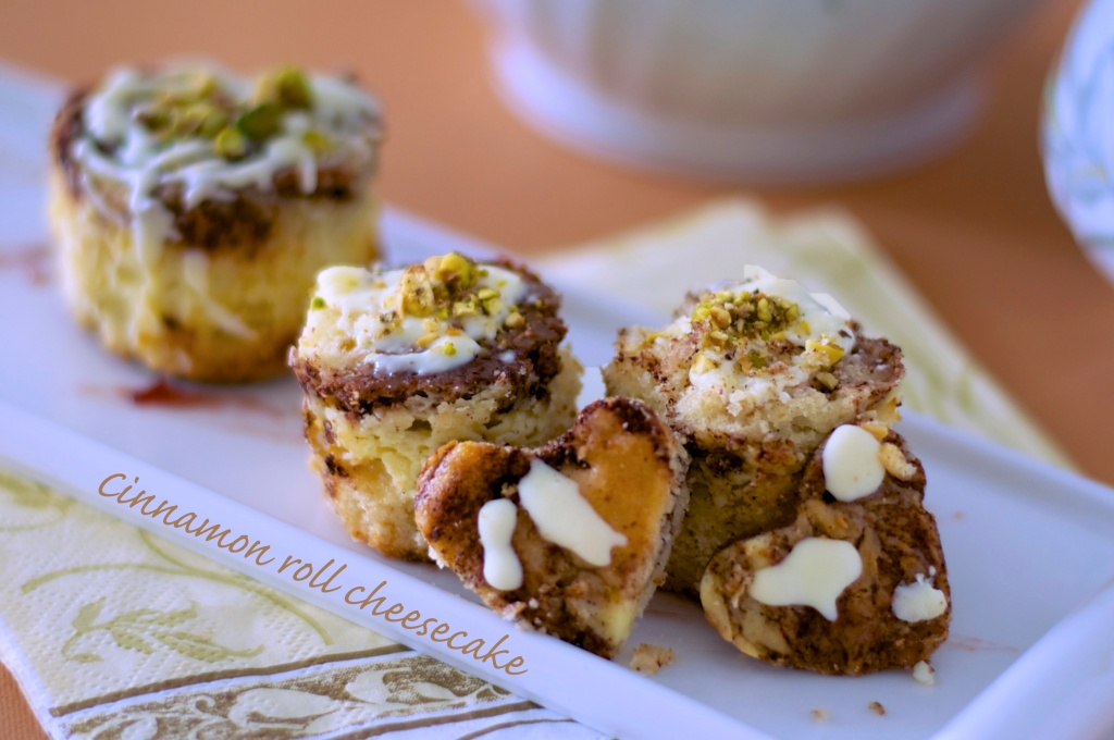 mini cinnamon roll cheesecake