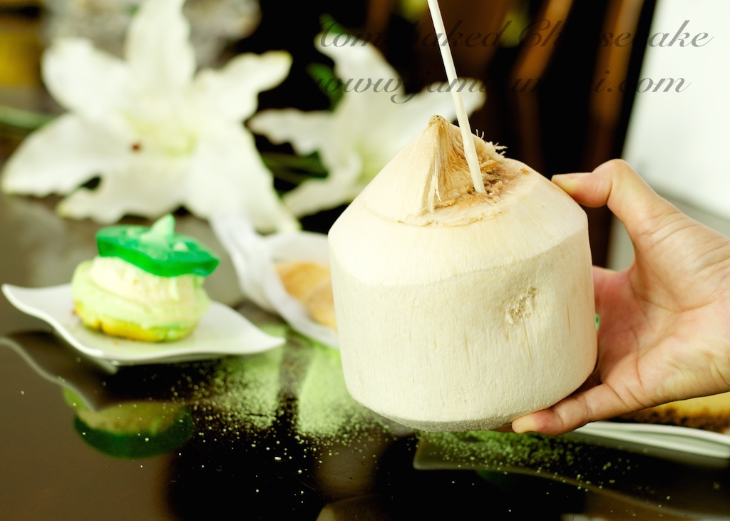 hmmm i love fresh coconut juice